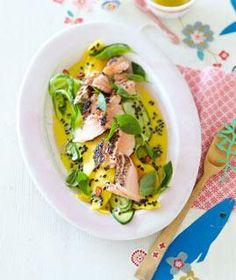 Rezept: Gurken-Mango-Salat mit Gewürzlachs - [LIVING AT HOME]