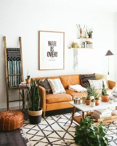 Start using these interior desing tips to brighten up your house and give it new life. Home designing is enjoyable and can transform your house into a home if you learn how to do it right. Design Living Room, Boho Living Room, Living Room Decor, Bohemian Living, Bedroom Decor, Retro Home Decor, Diy Home Decor, Style At Home, My New Room