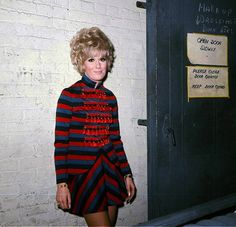 Sixties dusty springfield Call Dusty, Dusty Springfield, Cool Kids Clothes, Sixties Fashion, Retro Color, Vintage Music, Cosplay, Mp3 Song, Soul Music