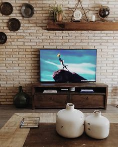Ladrillo Rústico XL Blanco Envejecido | PanelDECO - Revestimientos para Paredes Flat Screen, Brick, Curved Walls, Square Meter, White People, Flat Screen Display, Flatscreen, Dish Display