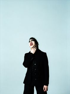 Marilyn Manson I love the simplicity in this picture. Art Marilyn Manson, Most Beautiful Man, Beautiful People, Rock Bands, Brian Warner, Metalhead, Twiggy, Axl Rose, Iron Maiden