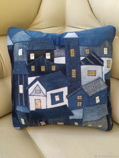 Bow Pillows, Cute Cushions, Denim Ideas, Small Sewing Projects, Denim Crafts, Scrappy Quilts, Small Quilts, Applique Patterns, Fabric Art