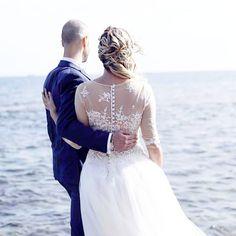 ouvenir.. le plus beau jour de ma vie avec l'arrivée de ma princesse 😍❣️. Se marier à @hyerestourisme et faire des photos aux pins penchés