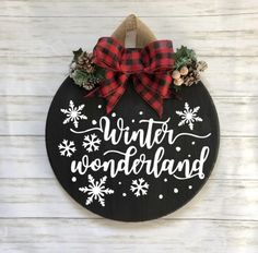 Winter Wonderland Round Sign - Gorgeous Etsy Christmas Decor Ideas for your holiday season! Etsy Christmas, Christmas Signs, Rustic Christmas, Christmas Projects, Holiday Crafts, Christmas Time, Christmas Wreaths, Christmas Door Hangers, Holiday Signs