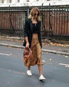 Leopard Print Skirt Outfit Ideas Black Tank Top Black Blazer Layered Necklaces Classic Aviators Sneaker Outfit Ideas Street Style Off Duty Style How to Style Leopard Skirt Blonde Hair Styles Balayage Medium Hair Styles Source by stylereportmag ideas black Fashion Mode, Look Fashion, Street Fashion, Autumn Fashion, Womens Fashion, Feminine Fashion, Paris Fashion, Spring Fashion, Jupe Midi Leopard