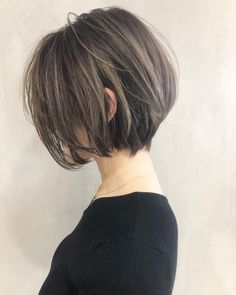Pin by Naomi on ヘアスタイル in 2020 Short Bob Hairstyles, Hairstyles Haircuts, Pretty Hairstyles, Girl Short Hair, Short Hair Cuts, Long Hair, Medium Hair Styles, Curly Hair Styles, Shot Hair Styles