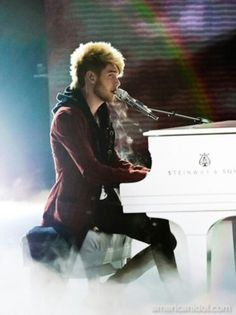 I luv this dude!!! His songs are amazing!! His voice is amazing!! He is just amazing!!