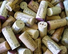 Rustic cork garland farmhouse chic repurposed eco-friendly upcycled decor crafts with corks Wine Cork Crafts, Sand Crafts, Decor Crafts, Diy Crafts, Upcycled Crafts, Recycled Art, Repurposed, Diy Wedding Wreath, Garland Wedding