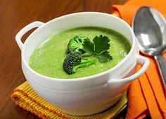 Creamy Broccoli Turmeric Soup is so good and packed with nutrients for healing!q=recipes /search?q=broccoli Turmeric Soup, Turmeric Recipes, Real Food Recipes, Vegetarian Recipes, Cooking Recipes, Healthy Recipes, Healthy Soups, Vegan Vegetarian, Paleo Soup