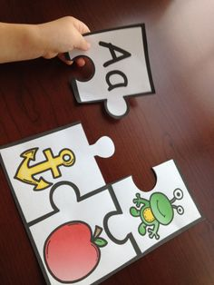 Easy and Free Beginning Letter Sound Match Letter Sound Games, Letter Sound Activities, Preschool Letters, Preschool Learning Activities, Alphabet Activities, Teaching Resources, Beginning Sounds Kindergarten, Kindergarten Anchor Charts, Kindergarten Literacy
