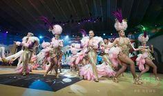 スペイン領カナリア諸島のサンタクルス・デ・テネリフェ Santa Cruz de Tenerife で開催中のカーニバルで、踊りを披露するダンサー(2017年2月18日撮影)。(c)AFP/Desiree MARTIN ▼20Feb2017AFP|カナリア諸島で1か月続くカーニバル、コンテストも目白押し http://www.afpbb.com/articles/-/3118462 #Carnaval_de_Santa_Cruz_de_Tenerife