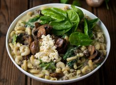 Easy Cheesy Pasta with Mince, Mushrooms & Spinach - thirty minutes, and dinner's on the table! Easy Pasta Recipes, Cooking Classes, Quick Meals, Spinach, Stuffed Mushrooms, Yummy Food, Vegetables, Kos, Ethnic Recipes