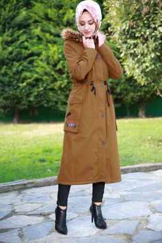 Hijab Fashionista, Indian Wedding Outfits, Tabata, Tunic Blouse, Canada Goose Jackets, Winter Jackets, Women's Fashion, Coat, How To Wear