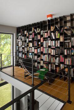 Domowa biblioteka z designerską leżanką