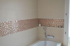 © Sandrine Carré Décoratrice Salle de bains, mosaïque, rétro pop, inox, orange
