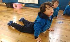 Recursos para introducir la práctica del yoga en el aula Más