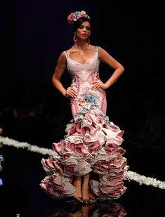 SIMOF 2016 Beautiful Dresses, Nice Dresses, Formal Dresses, Flamingo Dress, Spanish Fashion, Edwardian Dress, Couture Fashion, Classic Style, Dress Skirt
