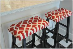 Love these wooden bar stools updated with fabric. From a LO and behold life: Repurposed Kitchen Stools Painted Furniture, Diy Furniture, Furniture Upholstery, Bar Stool Makeover, Bar Stool Cushions, Bar Stool Covers, Seat Covers, Wooden Bar Stools, Upcycle