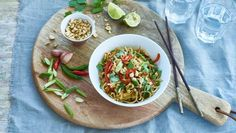 Rainbow Noodles/ Vegetable Pad Thai A healthy and delicious noodle dish that will feed the whole family. Noodle Recipes, Veggie Recipes, Vegetarian Recipes, Healthy Recipes, Simple Recipes, Bbc Recipes, Veggie Meals, Veggie Dishes, Thai Recipes