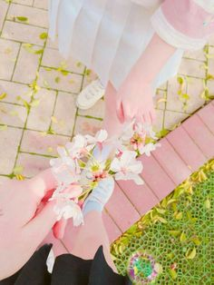Pin by midori on aesthetic Aesthetic Vintage, Aesthetic Photo, Pink Aesthetic, Ulzzang Girl Fashion, Beautiful Hands, Beautiful Pictures, Aesthetic Grunge Tumblr, Ulzzang Couple, Color Harmony