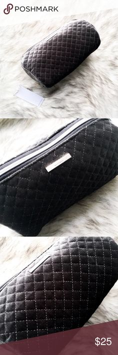 ⬇️the quilted velvet makeup bag • style name: the quilted velvet makeup bag • color: steel gray • plush quilted velvet makeup bag • luxe silver hardware • 1 large compartment • perfect for gifting! • condition: brand new boutique item ____________________________________________________ ✅ make an offer!     ✅ i bundle! ✅ posh compliant closet ⛔️ no trades 🛍 boutique item THE EDGY SHOP Bags Cosmetic Bags & Cases