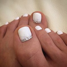 White Toe NailArt