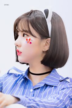 GFRIEND - Eunha 은하 (Jung EunBi 정은비) at Suwon fansign 170422 수언 팬사인회 #여자친구 #초커 #고양이귀 Kpop Girl Groups, Kpop Girls, Showgirls, Girls In Love, Pin Up, Chokers, The Unit, Pretty, Cute