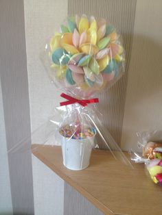 Flying saucer sweet tree Sweet Trees, Flying Saucer, Wedding Ideas, Wedding Ceremony Ideas