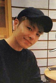 He's so adorable I just wanna hug him <<< big BIG mood Mix And Match Ikon, Ikon Member, Winner Ikon, Koo Jun Hoe, Kim Jinhwan, Ikon Kpop, The Good Old Days, Yg Entertainment, Greek Gods