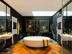 Un espacio deluxe, en el que destaca la bañera exenta Oceans, de Castello Luxury Baths,