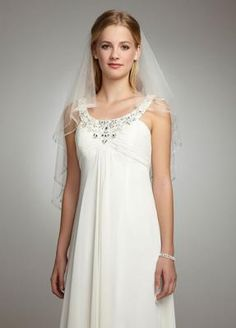 White David's Bridal Veil, never worn. For more wedding veils: http://www.smartbrideboutique.com/shop/cat/veils/402/