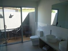 Marion Holiday Park - Lagoon Units 2 Bedroom - 2 queen, 1 bunk 2 Bathroom - ensuite with spa bath Max - 6 guests BBQ on private deck Full Kitchen with dishwasher 2 LCD TV's Ipod Dock Private courtyard Overlooking the 45m pool