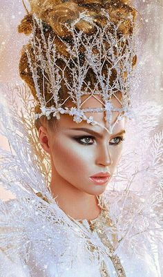 I would literally wanna wear this makeup regardless if it's for Halloween 😂ha ha Ice Queen Costume, Ice Princess Costume, Accessoires Photo, Foto Fashion, High Fashion, Fantasy Makeup, Fantasy Hair, Tiaras And Crowns, Costume Makeup