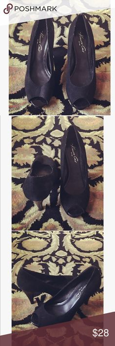Kenneth Cole Heels 🎀 Brand: Kenneth Cole. Condition: Used/ Good. Suede. Kenneth Cole Shoes Heels
