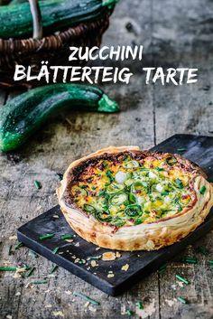 Zucchini Blätterteigkuchen - Zucchini-Blätterteig-Torte mit Käse und frischen Kräutern www. Quiche Recipes, Pizza Recipes, Veggie Recipes, Healthy Recipes, Eat Healthy, Quiches, Fresco, Zucchini Tarte, Zucchini Lasagne