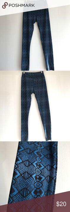 LuLaRoe Leggings One Size Blue and Black Pattern Gently used.  Buttery soft!!!  One Size LuLaRoe Pants Leggings