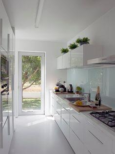 Cada casa é um caso: Vidro na bancada da cozinha
