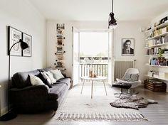 A grey and white Swedish home (my scandinavian home) Home Living Room, Apartment Living, Living Room Designs, Living Room Decor, Swedish House, Scandinavian Home, Living Room Inspiration, Sweet Home, House Design