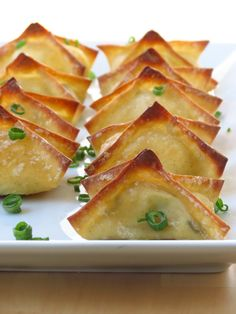 Baked Cream Cheese Wontons Easy and delicious appetizer recipe. Baked not fried! Crispy wonton skin wrapped around ooey-gooey seasoned cream cheese dipped in a sweet tangy sauce. Yummy Appetizers, Appetizer Recipes, Asian Appetizers, Freezable Appetizers, Avacado Appetizers, Prociutto Appetizers, Elegant Appetizers, Halloween Appetizers, Snacks