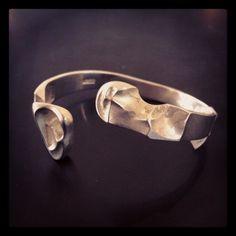 Bracelet by Björn Weckström Finland Modern Jewelry, Jewelry Art, Jewelry Design, Silver Jewellery, Silver Rings, Jewellery Making, Bracelet Designs, Bling Bling, Vintage Designs