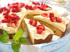 Hermann-Kuchen mit Erdbeeren backen - so geht's