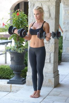 Great ABS, Jenny (McCarthy)!!  Not too crazy about the implants, but otherwise, she's awesomely FIT!!!
