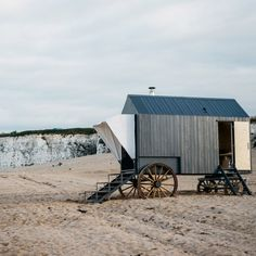Taking design cues from the the bathing carriages of prudish Victorians, skincare brand Haeckels built a sauna on wheels that can be rolled down the beach in Margate. Dezeen Architecture, German Architecture, Scandinavian Saunas, Mobile Sauna, Building A Sauna, Sunken Hot Tub, Floating Platform, Recycled Glass Bottles, Sweat It Out
