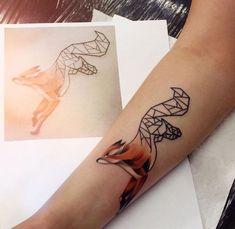 tatouage original représentant un renard géométrique et à l'aquarelle à se faire tatouer sur l'avant-bras