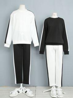 마리쉬♥패션 트렌드북! Fashion Couple, Girls Fashion Clothes, Cute Fashion, Fashion Outfits, Matching Outfits Best Friend, Matching Couple Outfits, Matching Couples, Korean Fashion Trends, Korean Street Fashion