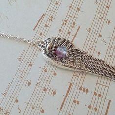 Collier pendentif style rétro antique vintage ancien aile argentée oiseau perle violette collier couleur argent anneau signe huit infini