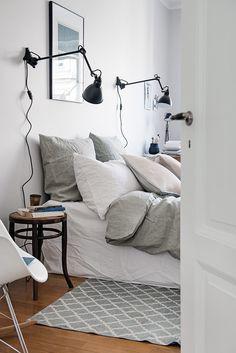 En spegeldörr tar dig in till sovrummet Multiplication, Cool Apartments, Nordic Style, Decoration, Inspiration, Furniture, Scandinavian, Bedrooms, Design Ideas