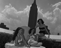 These are black and white vintage photos that show NYC& beautiful girls in swimsuits in the past. A pretty lifeguard stands at her pos. Old Photos, Vintage Photos, Vintage Bathing Suits, I Love Nyc, Nyc Art, Enjoying The Sun, Life Pictures, Island Beach, Bathing Beauties