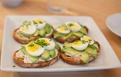 Tapas: las recetas más clásicas de la gastronomía española Avocado Egg, Avocado Toast, Appetizer Recipes, Appetizers, Sushi, Sandwiches, Brunch, Low Carb, Menu
