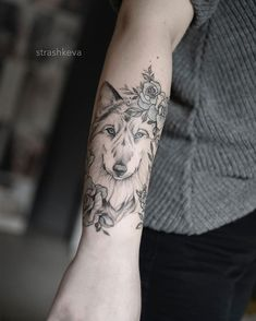 𝚝𝚊𝚝𝚝𝚘𝚘 𝚊𝚛𝚝𝚒𝚜𝚝 в Instagram: «#tattoo #strashkeva #bananamafiatattoo #lublin #poland #delicatetattoo #delicate #wolf #flowers» Delicate Tattoo, I Tattoo, Poland, Tattoo Artists, Wolf, Flowers, Instagram, A Wolf, Ignition Coil